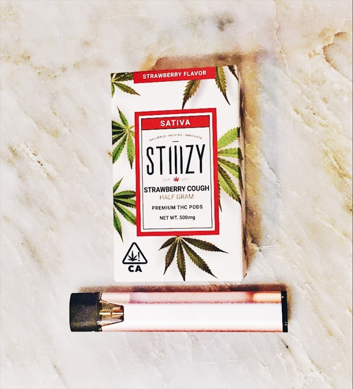 "Review: Stiiizy ""Rose"" Battery and Strawberry Cough Sativa"